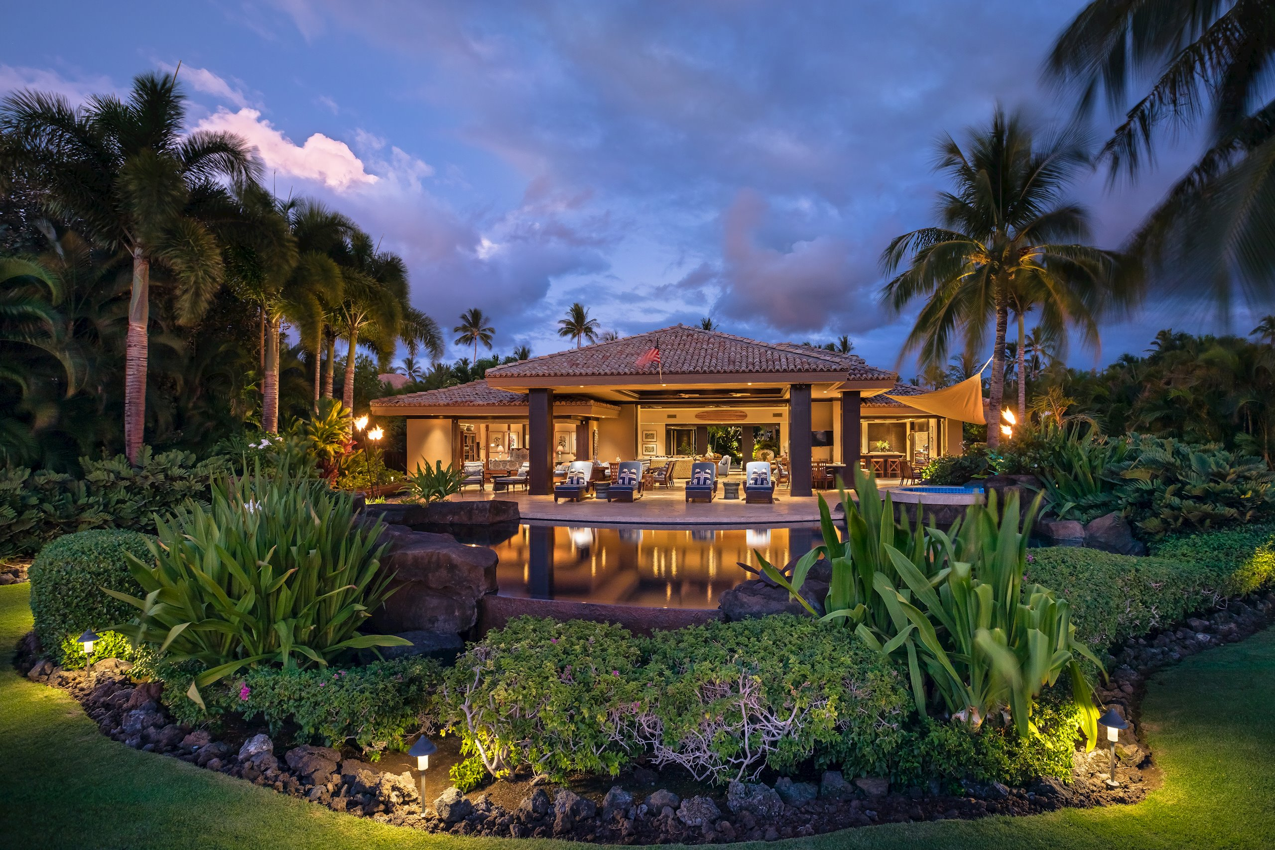 Hale Aouli' enjoys an unparalleled location just yards from Mauna Lani Resorts pristine Pauoa Bay and the Fairmont Orchid Hotel. This...
