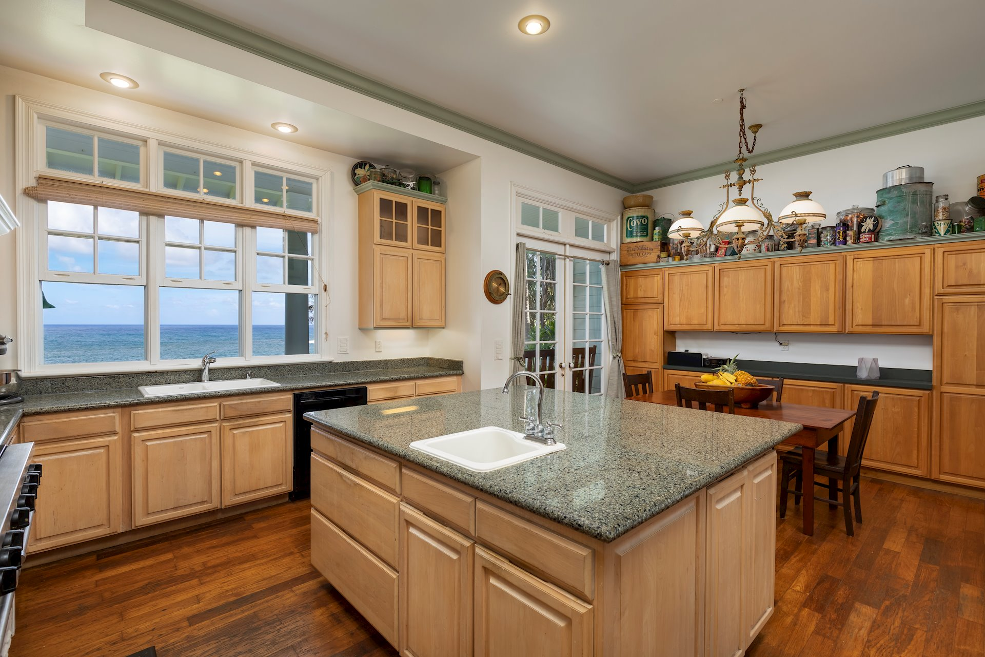 Huge country kitchen with granite, walk in pantry, all the bells and whistles of a first class chef's kitchen.