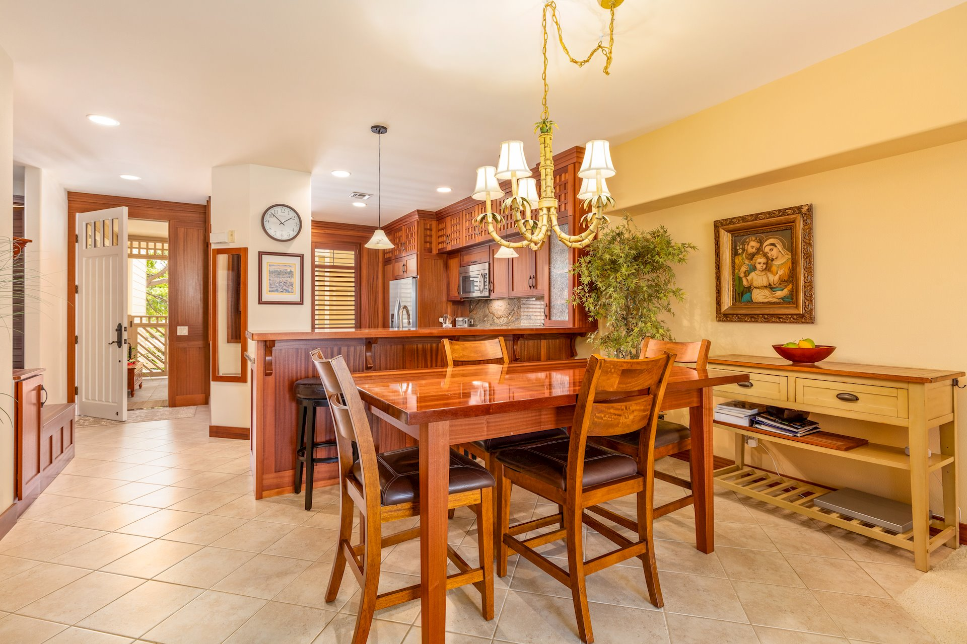 Tile floors in entry, kitchen, and dining area