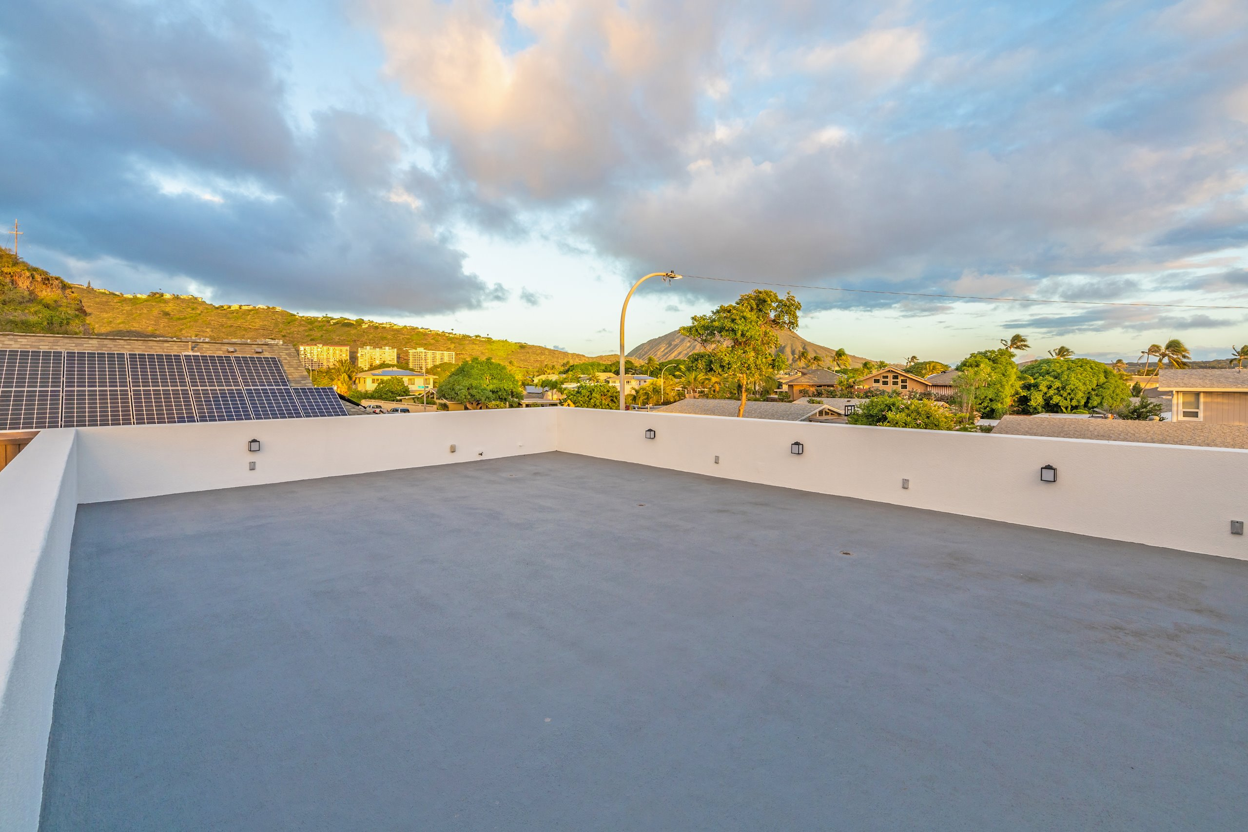 Open area roof top for relaxing, workouts, yoga, or star gazing at night.