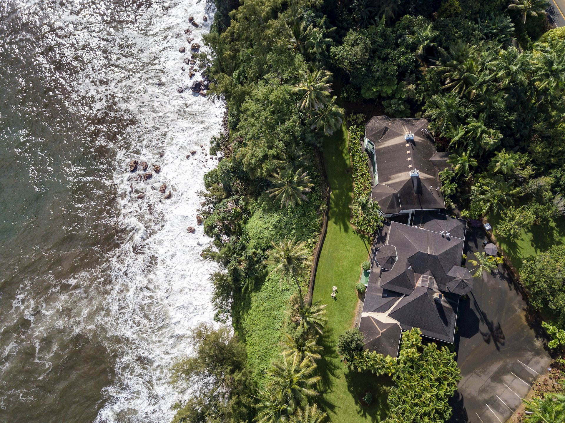 The estate is located approximately 13 miles to Hilo; 30 to historic Waimea and two miles to Kolekole State Park and the world renown Akaka Falls.