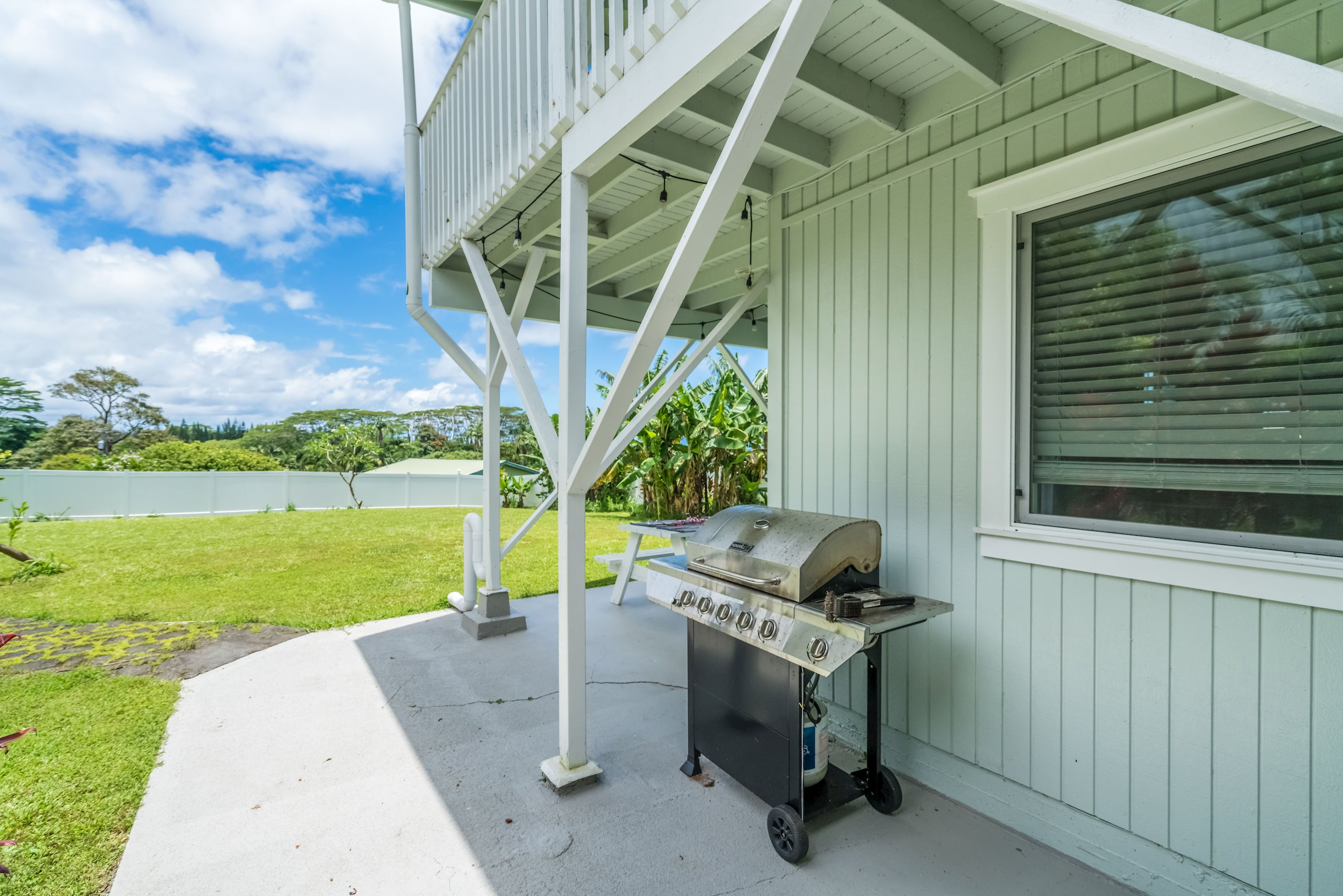 Large spacious yard is perfect for family BBQ's or gatherings