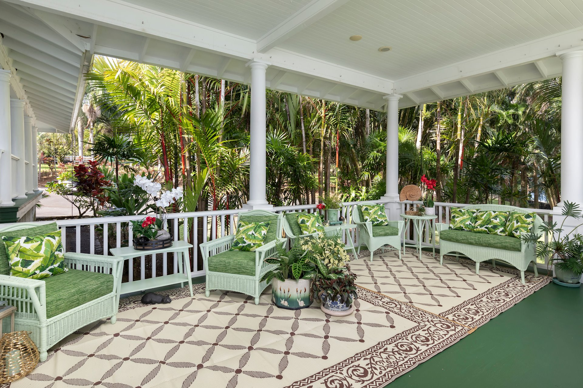Huge garden and oceanfront old-fashioned verandas for family, private or public gatherings. Several private lanais are attached to many of the bedroom suites.