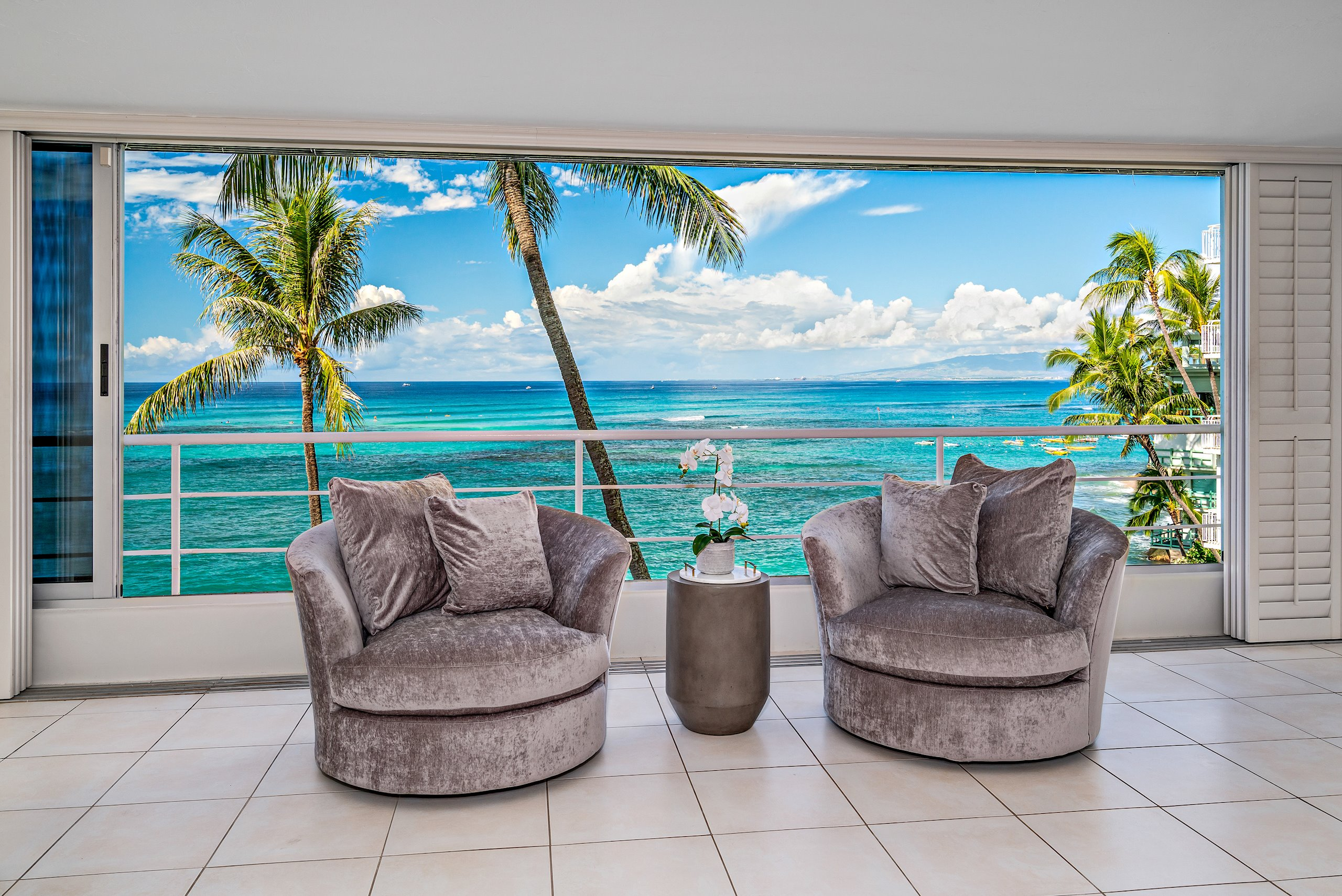 Gold Coast ocean-front and city living in an exclusive, quiet, and highly sought-after neighborhood. Three apartment units were thoug...