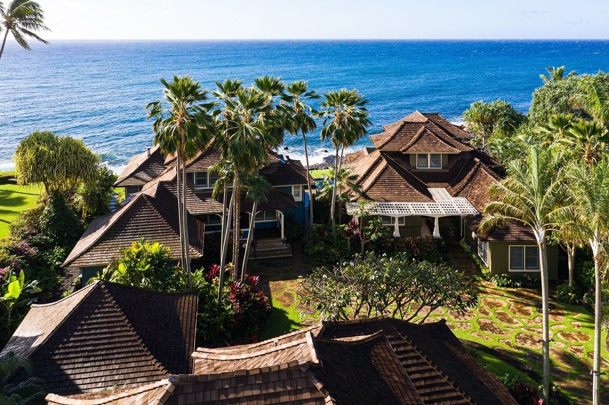 A Kauai oceanfront estate in Poipu, consisting of 3 residences, each on its own lot, is on the market for a bulk sale of $15 million....