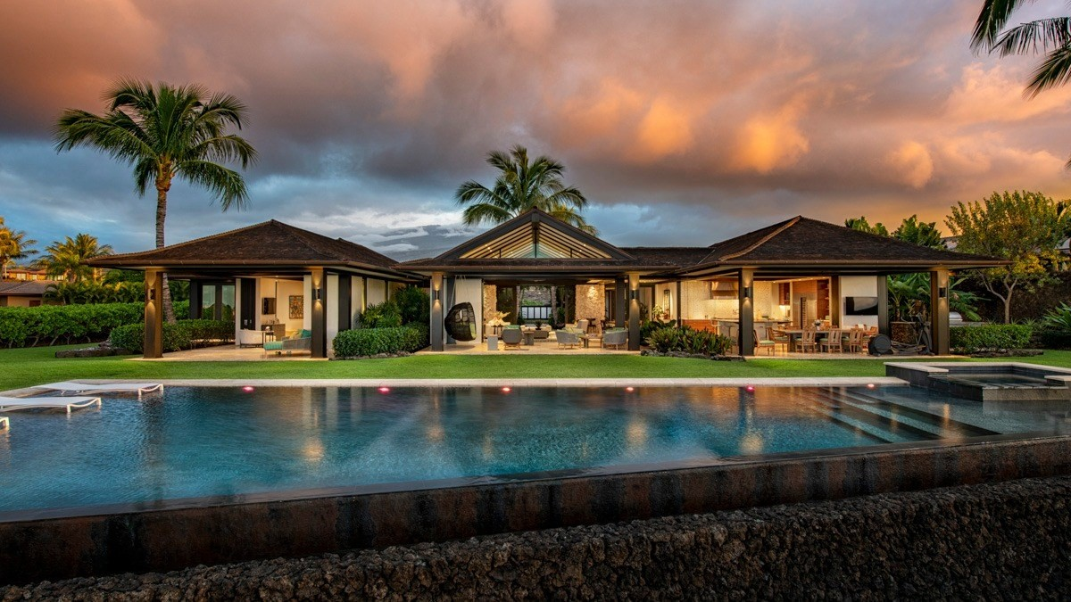 Hualalai Resort custom contemporary residence, overlooking #15 fairway of the private Keolu course, this dramatic home, built in 2016...