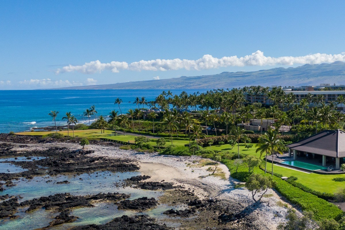 Naupaka 10: The very best prime 1.56-acre oceanfront lot in this exclusive gated community with a complete set of house plans for a 3...